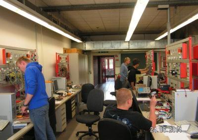 Konventionelle Beleuchtungs- und Signalanlage im Labor