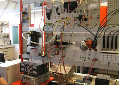 Versuchsaufbauten: Elektronische Zündsysteme im Labor